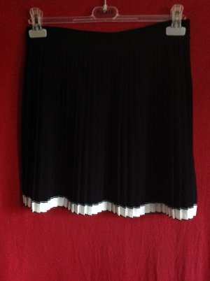 Pleated Skirt black-natural white