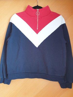 süßer Pullover im Drei-Farben-Look
