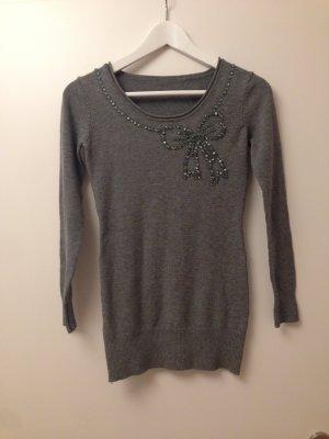 Süßer Pullover mit Steinchen