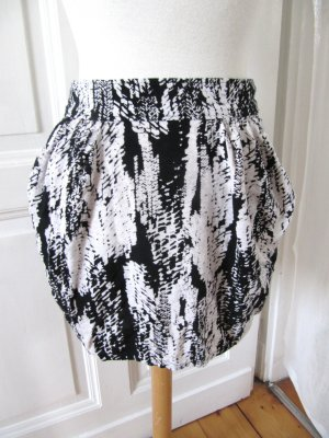 Süßer Rock von H&M Minirock Batik Schwarz Weiß Größe 36/38