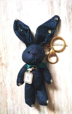 süßer Schlüssel-/Taschenanhänger glitzer Hase No 5, dunkelblau aus Stoff NEU