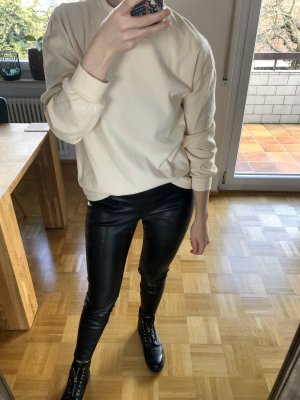 Süßer Sweater mit Knotendetail