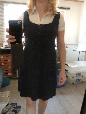 Süßes blaues Kleid