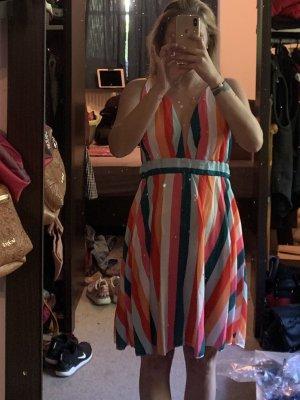 Süßes buntes Kleid