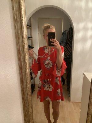 Süßes florales Kleid
