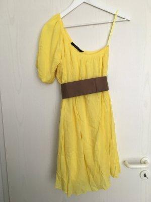 Süßes gelbes Off-Shoulder Kleid