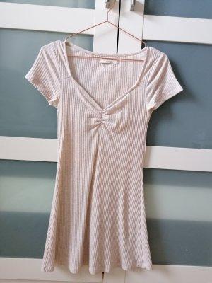 Süßes geripptes Kleid