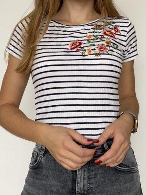 Süßes gestreiftes T-Shirt