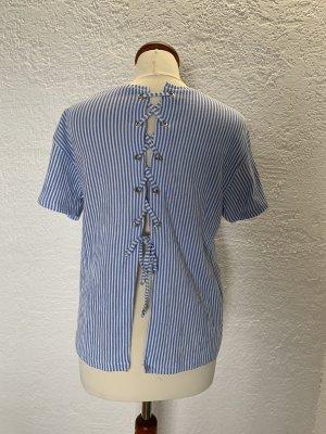 Süßes gestreiftes T-Shirt mit geschnürtem Rücken