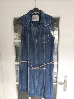süßes Jeanskleid