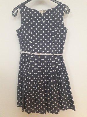 Süßes Kleid im 50s Stil