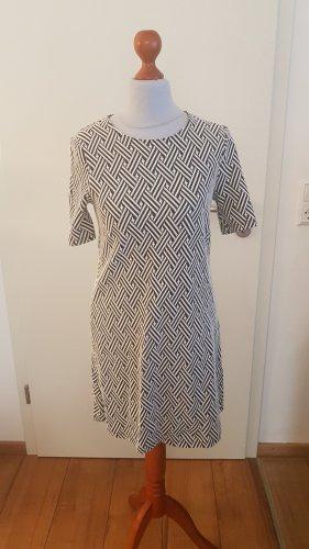 Süßes Kleid im 60s Style