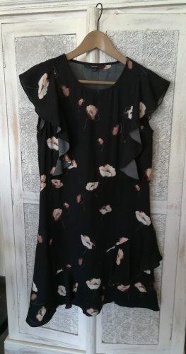 Süßes Kleid mit Rüschen