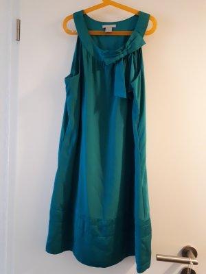 Süßes Kleid mit Schleife