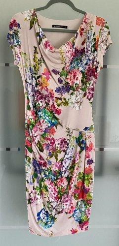 Süßes Kleid von Espresso mit schönem Blütenmuster