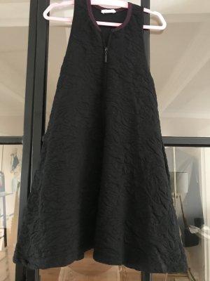 Süßes Kleid von Zara Trafaluc mit Taschen.
