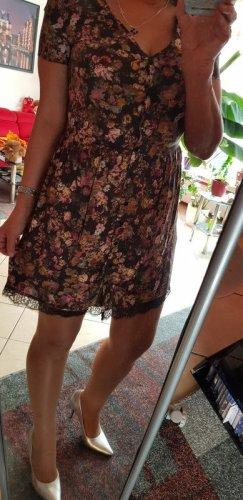 Süßes Kleidchen mit Spitze gr 38