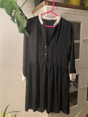 Süßes Kleidchen von Zara abzugeben.