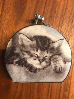 Süsses kleines Katzentascherl