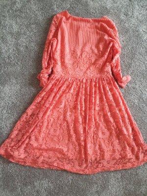 Süsses lachsfarbenes Kleid in Spitzenoptik Gr S