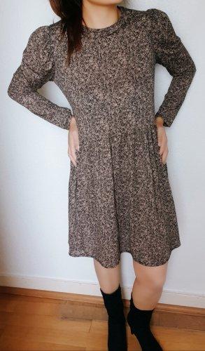 Süßes lässiges Zara Kleid mit Puffärmel