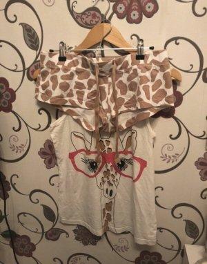 Süßes Pyjama Set