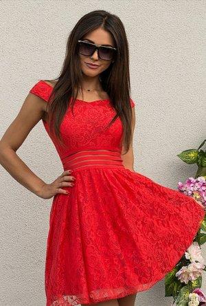 Süßes rotes Kleid aus Spitze