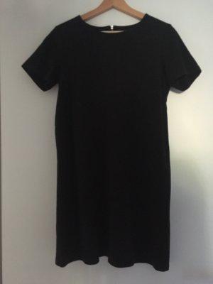 Süßes schwarzes Kleid