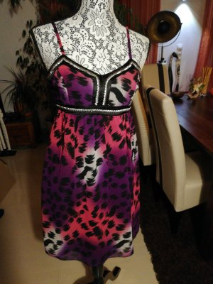 Süßes Sommer- oder Abendkleid im Leopardenmuster