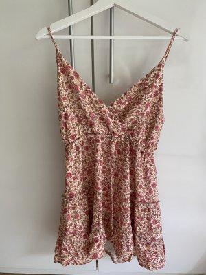Süßes Sommerkleid mit Blumenmuster