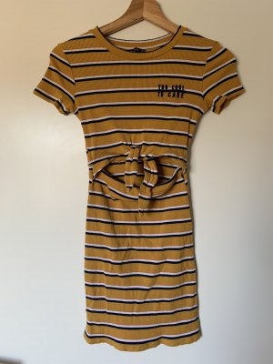 Süßes Sommerkleid mit cutout