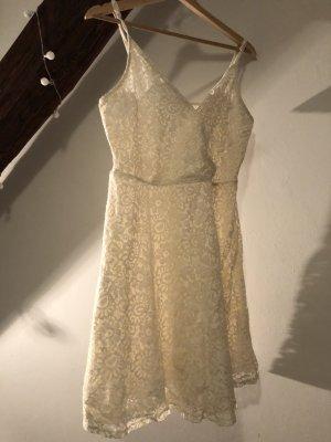Süßes Sommerkleid mit Spitzen