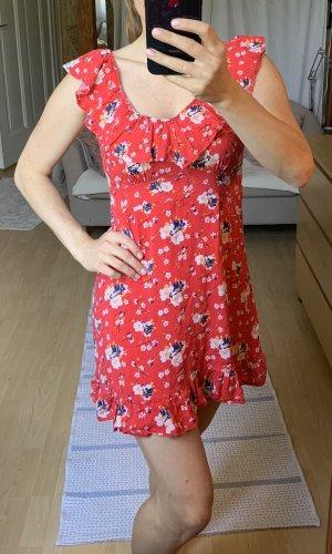 Süßes Sommerkleid - tailliert mit Blumen