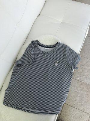 Süßes Streifenshirt mit Brosche