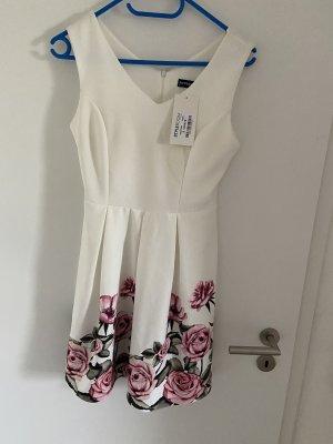 Süßes weißes Kleid