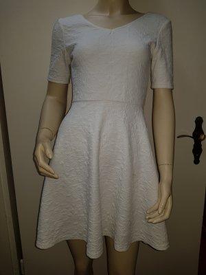 süßes weißes Kleid mit V Ausschnitt von Tally Weijl
