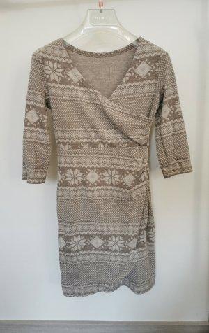 süßes winterliches Kleid in Wickeloptik