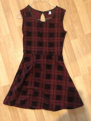 süßes winterliches Kleid mit Faltenrock Weihnachtselfe