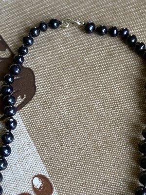 Collier de perles bleu foncé-violet