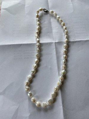 Collar de perlas crema-blanco