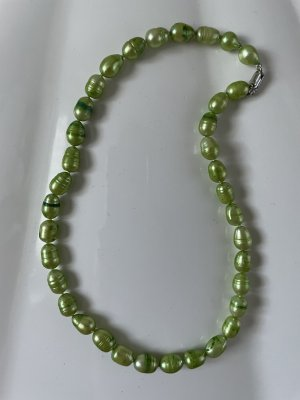 Pearl Necklace grass green