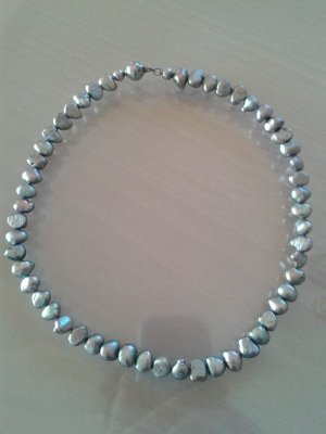 Pearl Necklace grey