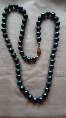 Collana di perle blu cadetto