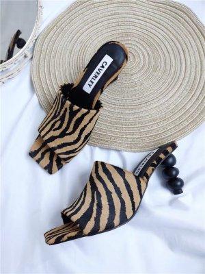 Revolve Sandalias para uso en exteriores marrón claro