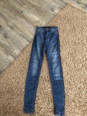 Super figurbetonte Jeans für lange Beine