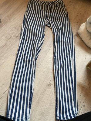 Super Highwaist Jeans in weiß/blau von Stradivarius