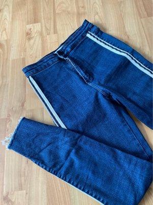 Super Skinny Jeans mit Seitenstreifen von Zara