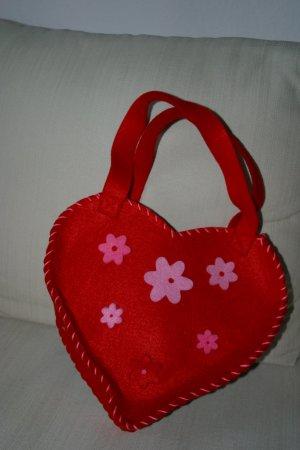 Super süsse Filztasche in Herzform mit aufgestickten Blüten - wie neu