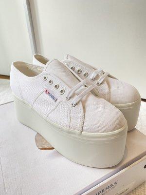 Superga Plateau Schuhe in weiß