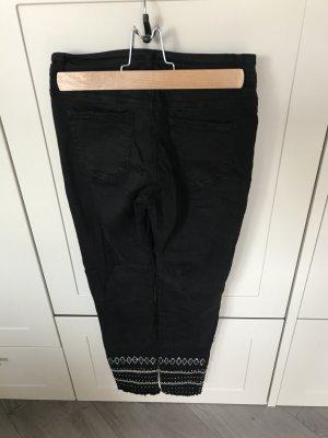 Superschöne schwarze Jeanshose mit Stickerei